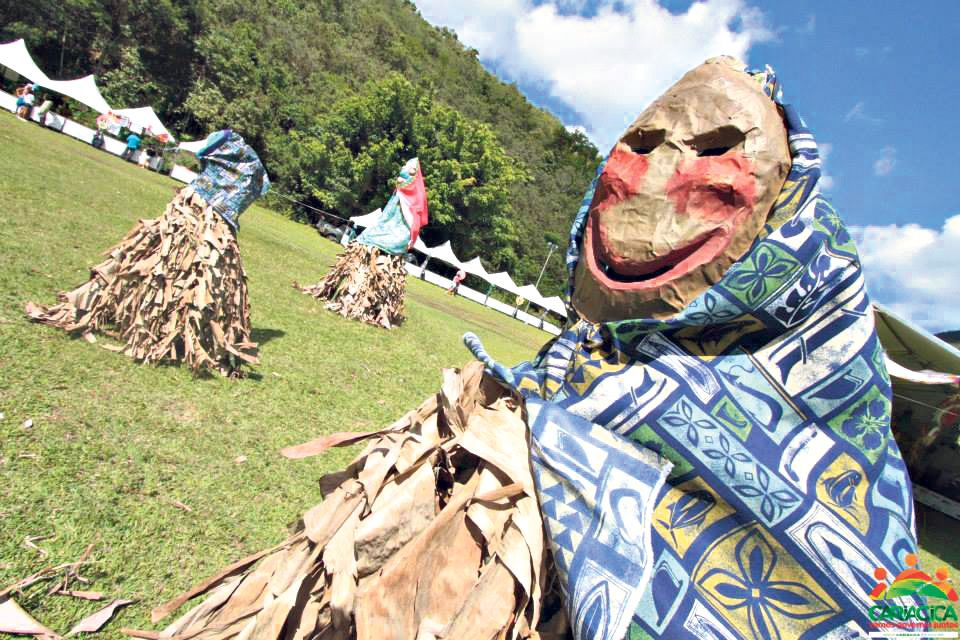 a banda de congo de roda d'água e mascarados de cariacica é uma das atrações do sábado na feira dos municípios