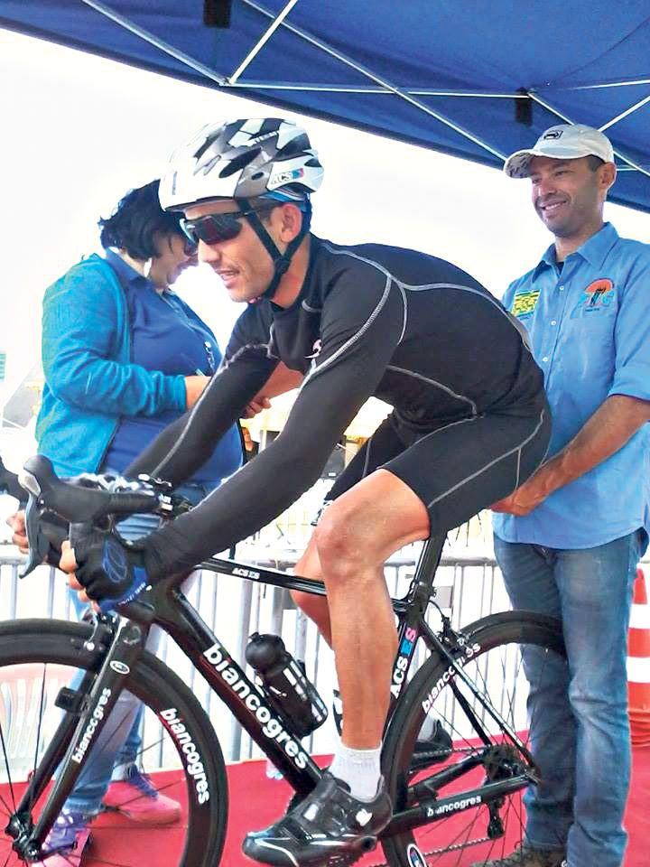 clebes aderiu ao ciclismo na tentativa de para de fumar e conseguiu muito mais do que só largar o vício