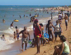 Salva-vidas num dia de praia cheia em Manguinhos. Foto: Arquivo TN
