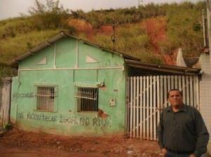 Nova Almeida. Encosta preocupa moradores e líder comunitário Roberto Catirica