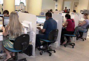 Servidores em atendimento ao público: regularização pode ser feita pela internet