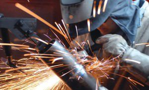 Um dos cursos oferecidos é de soldador. Foto: Divulgação/Senai