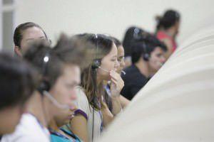 Atendentes de telemarketing em ação. Foto divulgação