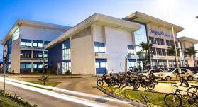Campus da faculdade fica entre Laranjeiras II e Manguinhos