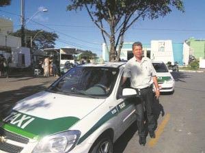 Taxista da praça dos correios em laranjeiras. Foto: Fábio Barcelos