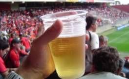 A venda de cerveja foi liberada, mas somente em copos plásticos. Foto: Divulgação