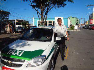 Na Serra, os táxis são identificados com a listra verde e os profissionais usam uniforme cinza. Foto: Fábio Barcelos