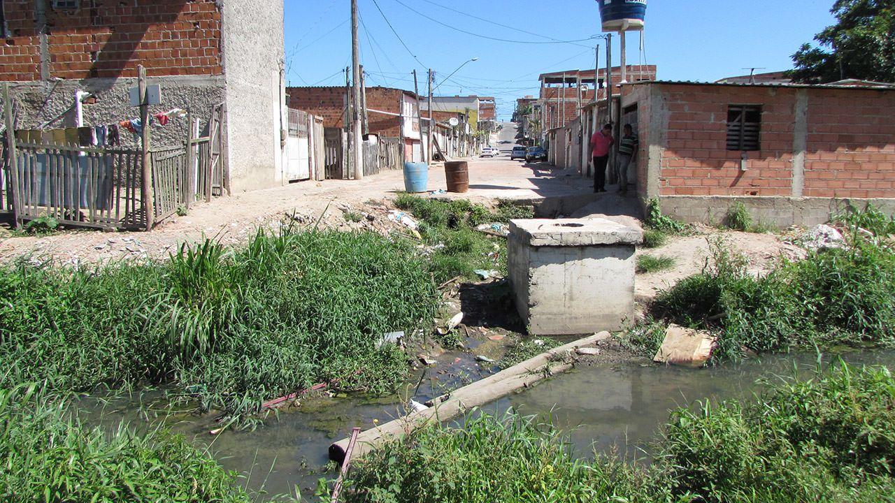 Prefeitura diz que vai demolir casas na beira de córrego. Foto: Fábio Bacelos