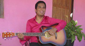 Davi Santos tem 24 anos e toca diversos instrumentos. Foto: Fábio Barcelos