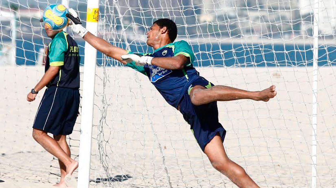 O goleiro Mão é o representante da Serra na seleção brasileira de futebol de areia. Foto: Divulgação
