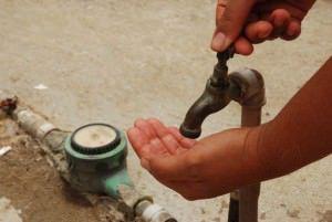 Moradores de Jacaraípe, Feu Rosa e Morada de Laranjeiras dizem que a água ainda não chegou. Foto: Divulgação
