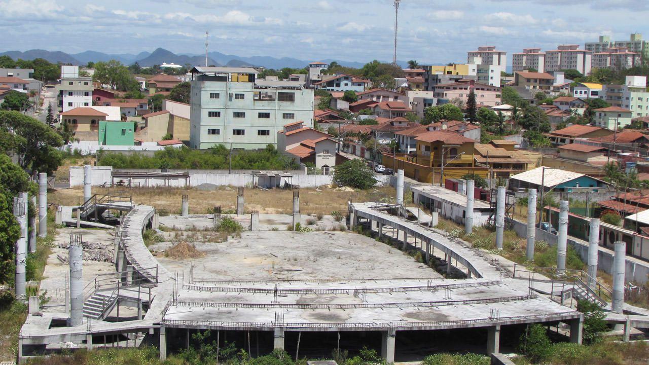 A obra da futura Arena Riviera fica no coração de Jacaraípe às margens da avenida Abdo Saad. Foto: Fábio Barcelos