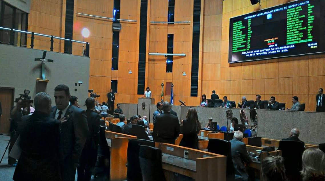 Deputados reconduziram Theodorico Ferraço à Presidência. Foto: Assessoria/Bruno Lamas