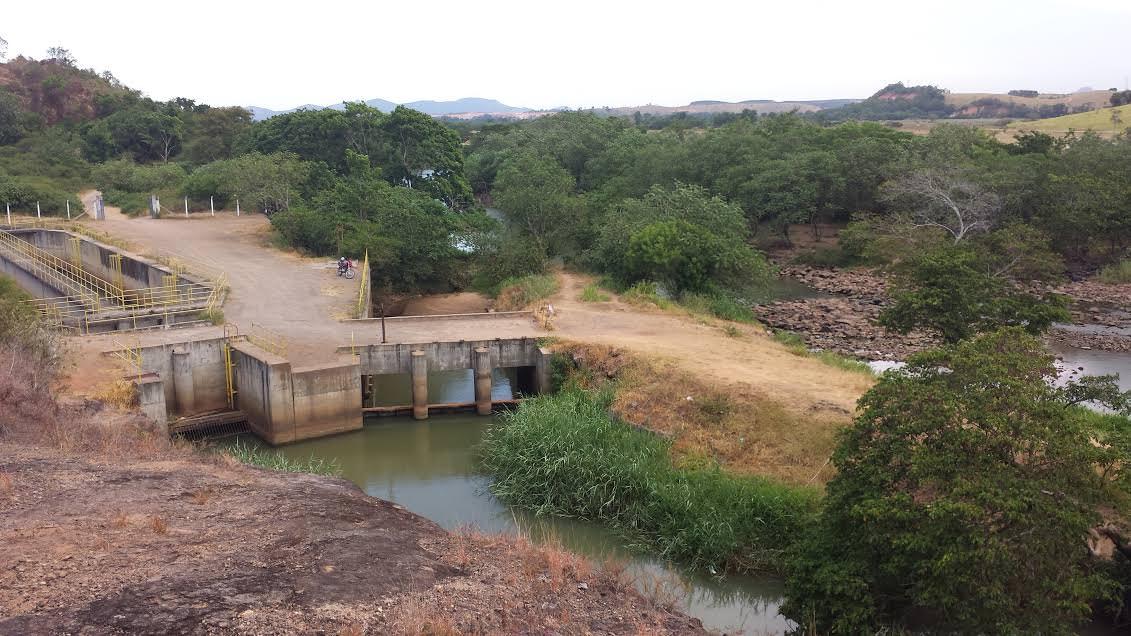 Captação no rio Santa Maria no distrito do Queimado: Vazão do manancial está com pouco mais de 8% da média histórica para a época. Foto: Bruno Lyra