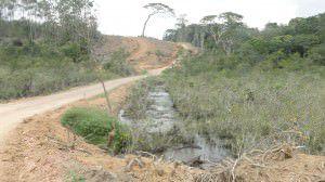 A obra do Contorno de Jacaraípe, a nova ES-010, está parada desde o final do ano passado. Foto: Fabrício Ribeiro