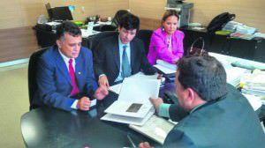 Audifax Barcelos com o seu Coodernador de Governo, Jolhiomar Massariol, em reunião com técnicos do Ministério da Integração Nacional. Foto: Fábio Barcelos.