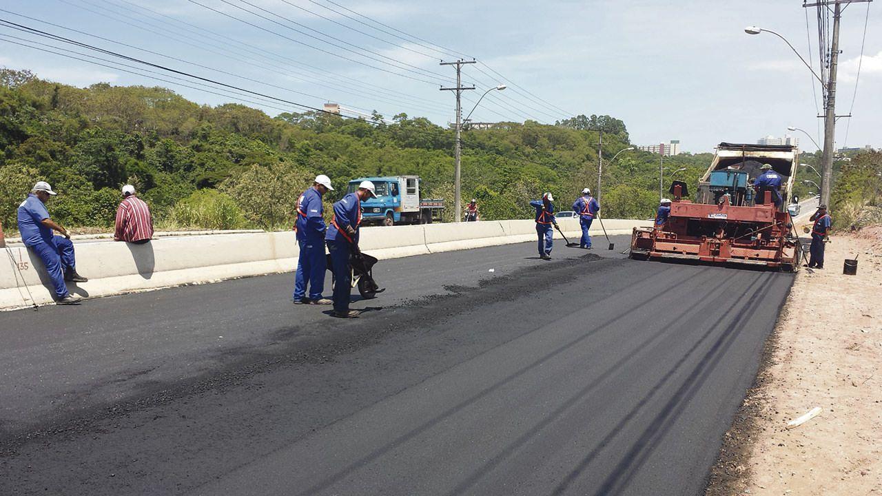 Revitalização do trecho entre Laranjeiras e Barcelona está em andamento com recursos do próprio município: ajuda do estado não chegou. Foto: Bruno Lyra