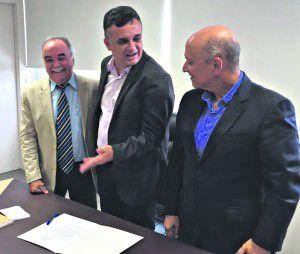 O novo secretário Romário, o prefeito Audifax e o deputado federal Lelo Coimbra, um dos principais aliados do governador Paulo Hartung