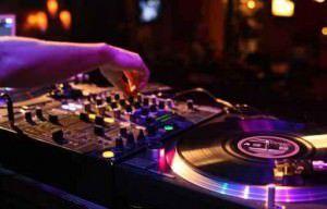 O curso de Disc Joquei (DJ) é um dos disponíveis no local. Foto: Divulgação
