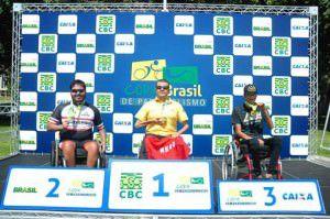 Felipe no pódio em Brasília recendo a medalha de prata. Foto: Divulgação