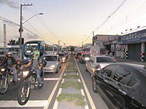O cruzamento com a Eduardo Campos, que dá acesso à ArcelorMittal Tubarão, é um dos pontos críticos da via. Foto: Fábio Barcelos