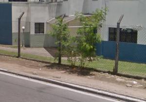 Populares reclamam das más condições da calçada. Foto: Divulgação