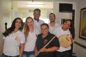 O show é com o grupo Fames Brasileiríssimo que viaja entre diversos ritmos como choro, samba e pop. Foto: Divulgação