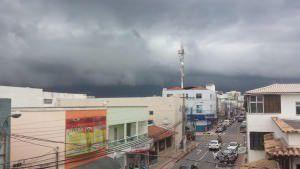 O céu em Laranjeiras durante chegada de uma frente fria do último dia (01) de junho. Foto: Bruno Lyra