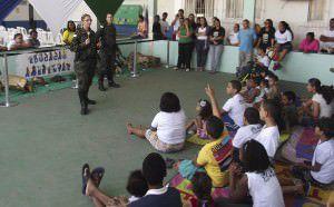 Policiais durante palestra na Apae. Foto: Divulgação