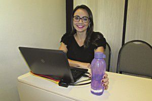 Viviane bebe bastante água e diz que até sua pele ficou mais saudável. Foto: Fábio Barcelos
