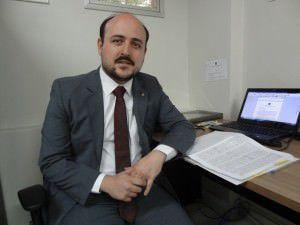 O defensor Público Rafael Portella explicou aos moradores as possibilidades legais para evitar a perda dos imóveis. Foto: Conceição Nascimento
