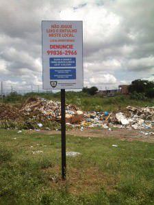 Placa colocada pela prefeitura no local. Foto: Divulgação Leitor TN