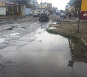 O vazamento acontece na avenida Asteca, no setor América. Foto: Divulgação leitor