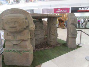 Os Moais da Ilha de Páscoa estarão expostos no Shopping Vitória. Foto: Divulgação