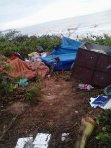 A quantidade de lixo produzida também polui a restinga. Foto: Divulgação leitor