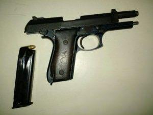 Arma e drogas são apreendidas pela PM na Serra