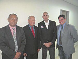 Os vereadores Toninho Silva, Cézar Nunes e Alexandre Xambinho com o assessor jurídico Pablo de Andrade (o mais alto). Foto: Divulgação