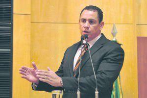 o deputado Josias da Vitória (PDT) é o proponente da Comissão de Inquérito