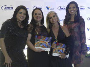 Equipe que participou da confecção do livro. Foto: Divulgação