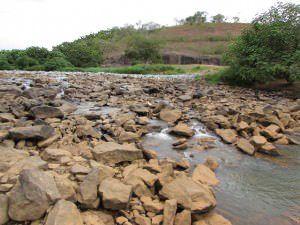 Durante quase todo ano o rio Santa Maria ficou desse jeito no ponto de captação na zona rural da Serra. Foto: Bruno Lyra 26/02/15