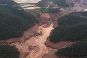 O desastre/crime ambiental da Samarco foi o maior do país e um dos piores na história da humanidade. Foto: Agência Brasil
