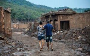 A vila de Bento Rodrigues em Mariana - MG foi destruída pelo rompimento da barragem. Foto: Agência Brasil