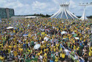 No último domingo (13) o país teve a maior manifestação de sua história, com milhões de pessoas nas ruas das principais cidades. Foto: Divulgação Agência Brasil