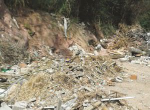 Água parada e lixão são queixas em Nova Almeida