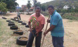 Moradores se uniram na última terça-feira (08) para realizar a limpeza e plantar mudas de árvores. Foto: Divulgação / Leitor
