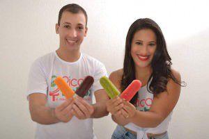 O casal empreendedor Elieder Souza e Camila Matos conseguem            tirar até R$ 1 mil por semana com a venda dos picolés desintoxicantes. Foto: Divulgação