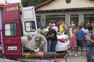 O assaltante foi socorrido pelo Corpo de Bombeiros e levado a um hospital da região. Foto: Joatan Alves