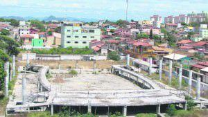 A Arena Riviera teve as obras iniciadas em dezembro de 2011, na gestão do então prefeito Sérgio Vidigal, e está parada desde o 1º semestre de 2013. Foto: Arquivo TN / Fábio Barcelos