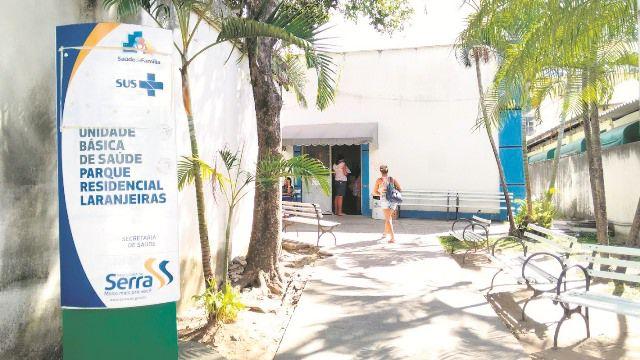 Unidade de Saúde de Laranjeiras: paredes mofadas, reboco caindo, mosquitos e falta de acessibilidade são alguns dos problemas. Foto: Gabriel Almeida
