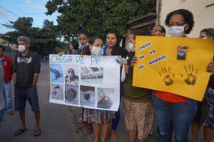 O ato dos moradores de Carapebus aconteceu na última terça-feira (14). Foto: Divulgação